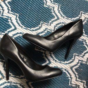 Vince Camuto standard all black heel